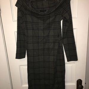 Banana Republic off shoulder Olive/black dress